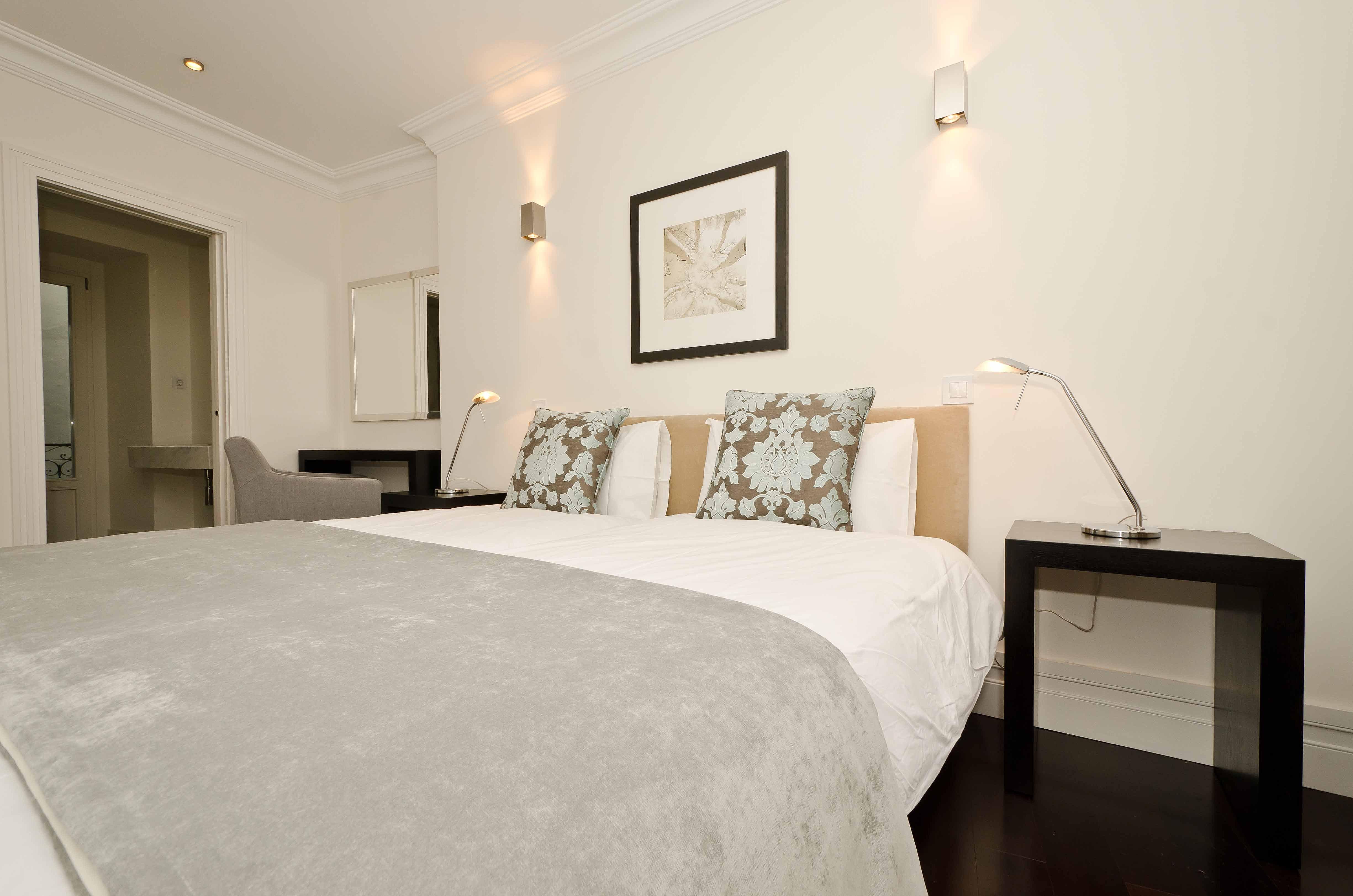 Furniture package apartment lisbon for Bedroom furniture union nj