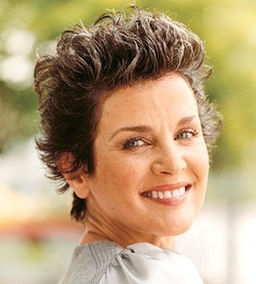 short_and_choppy_hair_cut_for_older_woman.jpg