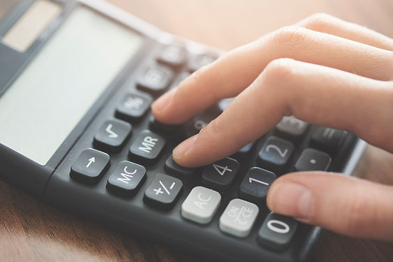 Hand-using-calculator-on-the-table-94802