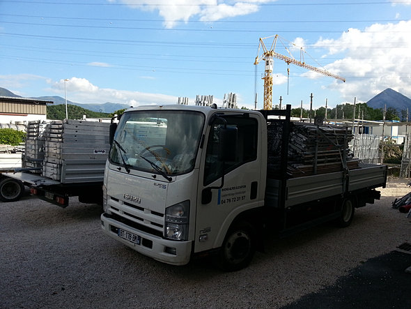 Echafaudages monte materiaux ascenseurs plateforme monte charges comabi layherlocation chafaudage - Location camion grenoble ...