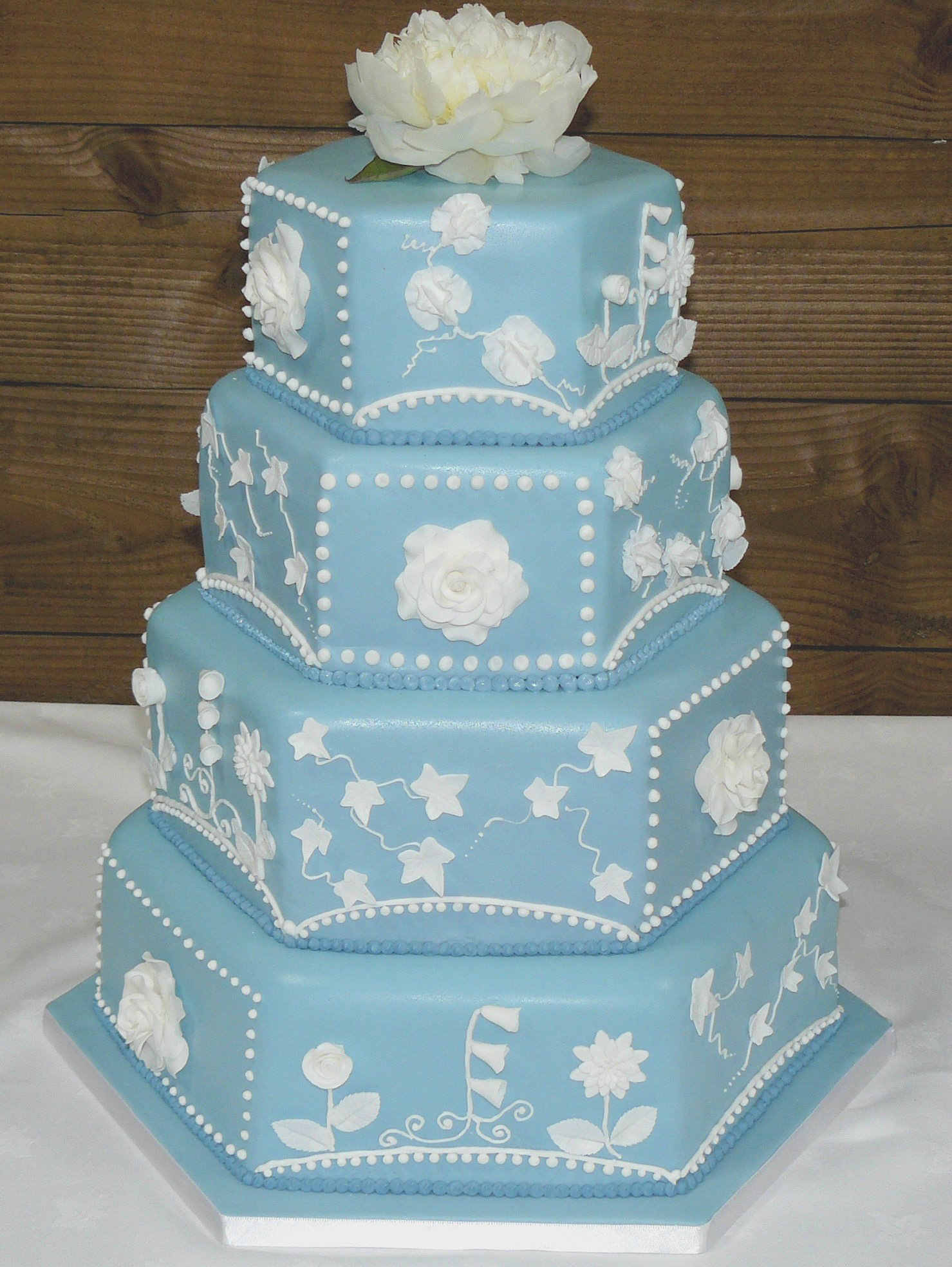 Wedding cakes in cornwall cake classes cupcake gift Wedgewood designs