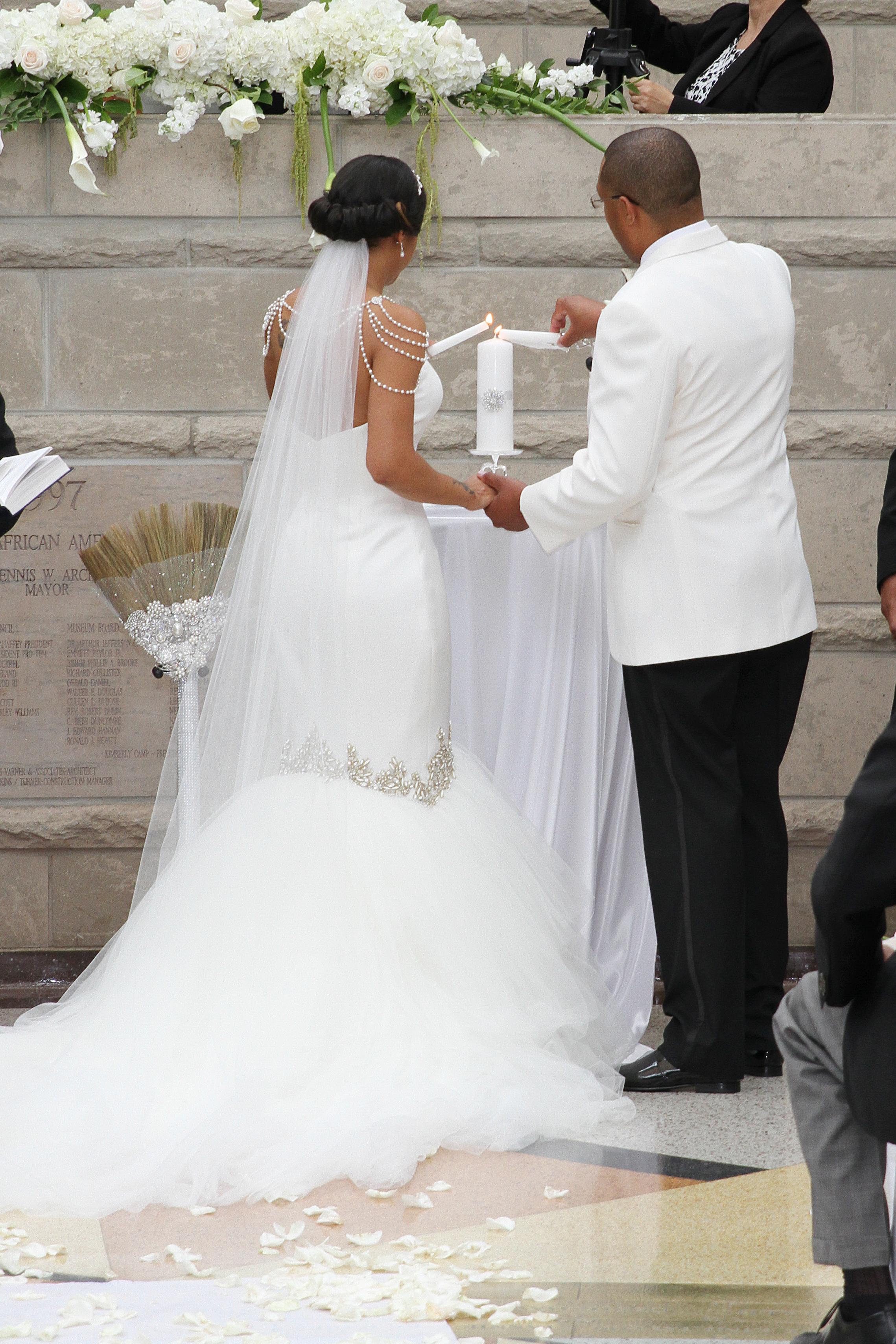 lightbox dataItem ijg2budp wedding brooms
