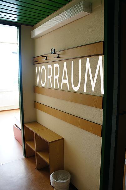 Vorraum_rechts_Schrift.png