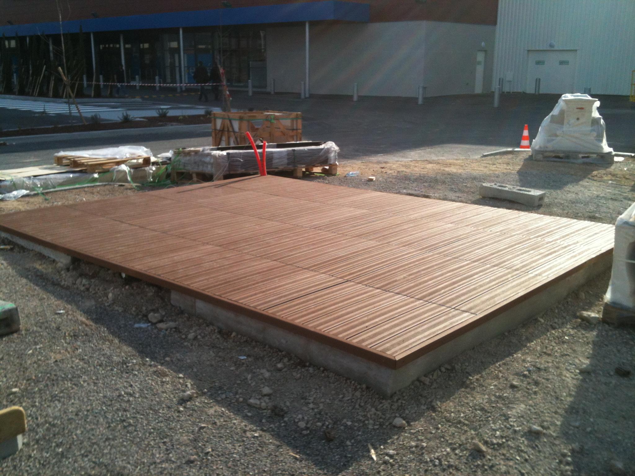 Le service pose montage abri de jardin bois piscine for Bois composite terrasse piscine