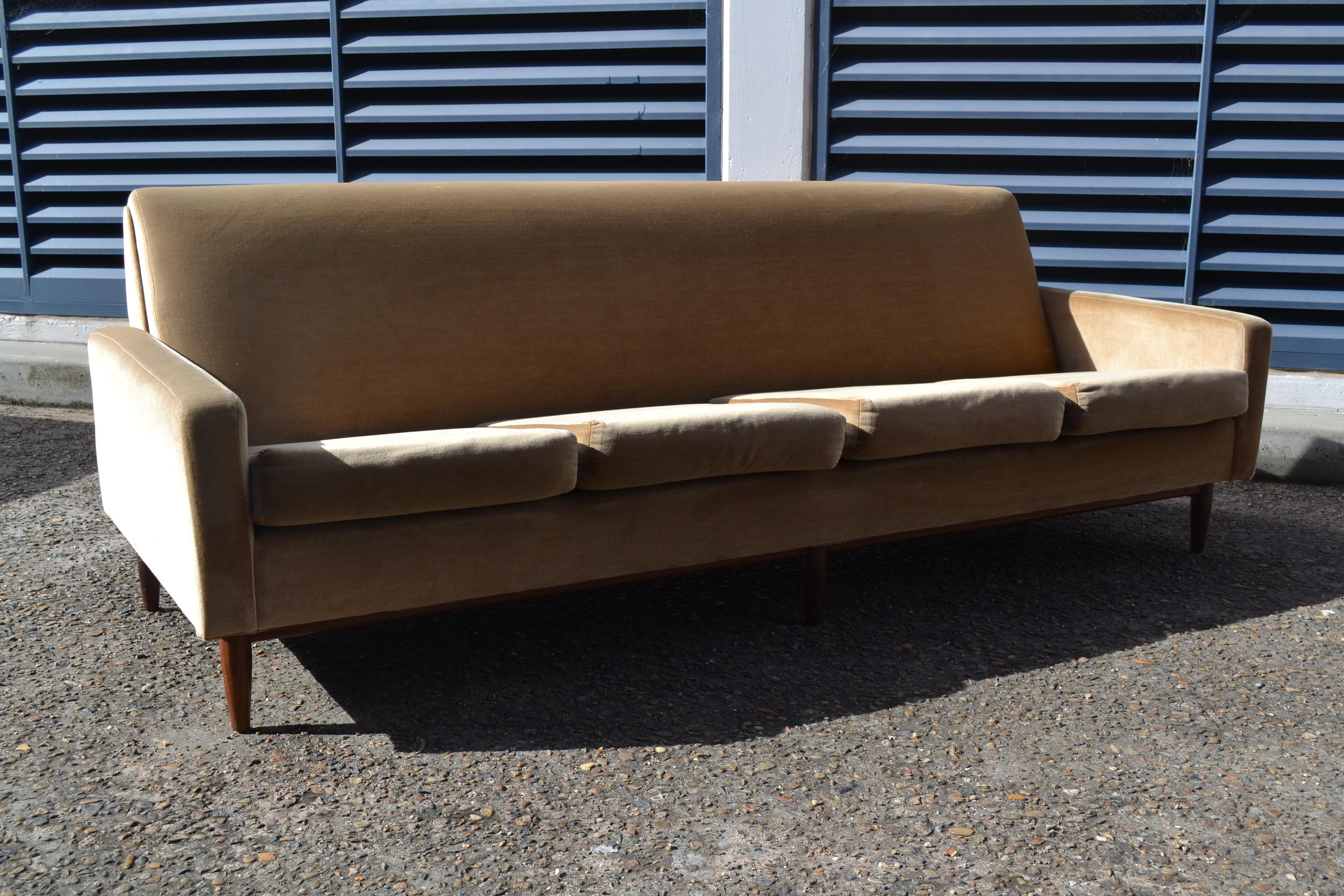 Imagen9v on Mid Century Modern Furniture