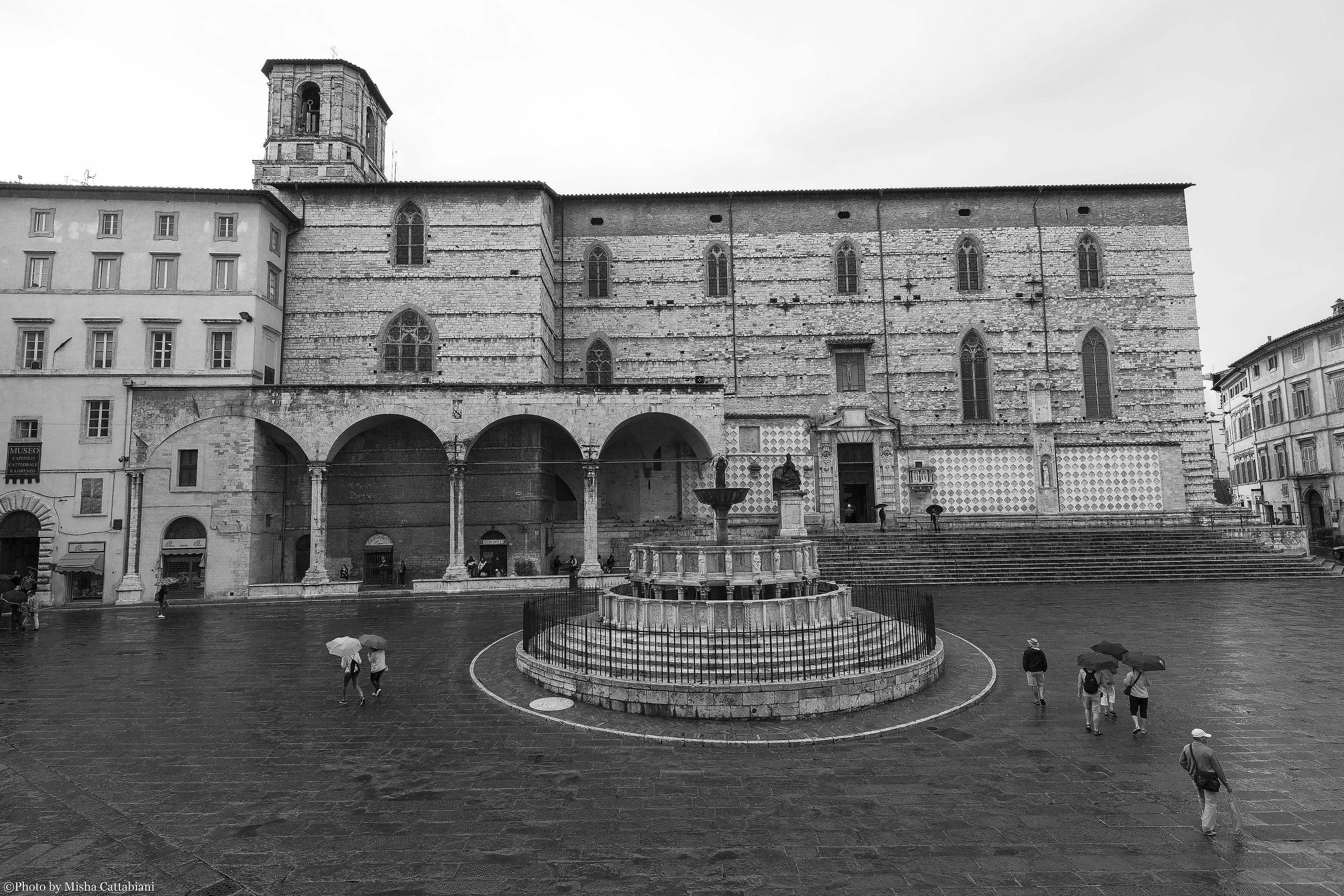 Paradiso41 142 perugia piazza iv novembre e cattedrale for Arredare milano piazza iv novembre