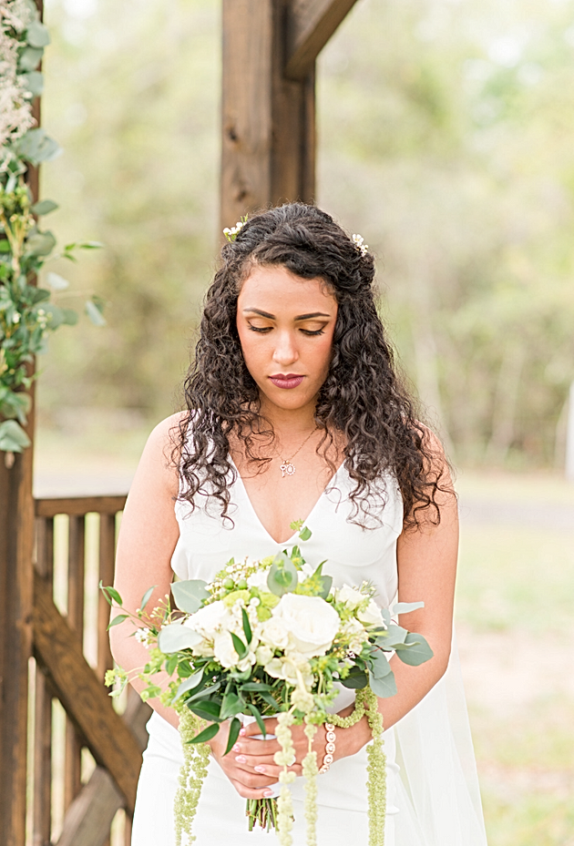 A Rustic Beauty That Makes Us Dream of Equestrian Barn Weddings ...