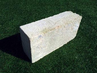 Mattoni di tufo chiaro 20x11x39 cm arredo giardino  Metroquadro ...