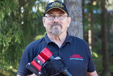 The inventor of the Leveraxe, Heikki Karna