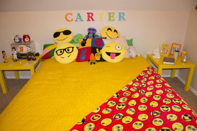 Emoji bedroom design mending the piggy bank for Emoji bedroom ideas