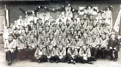 Gruppenbild 1955-2.bmp