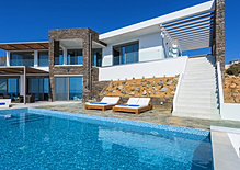 Exclusive seafront villa in Crete