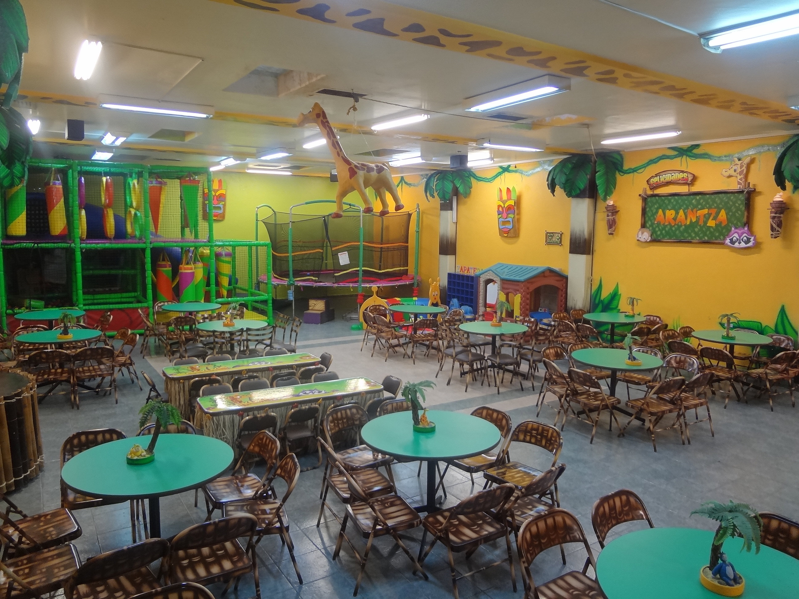 Salon de fiestas infantiles chikukis salones para fiestas for Acuario salon de fiestas