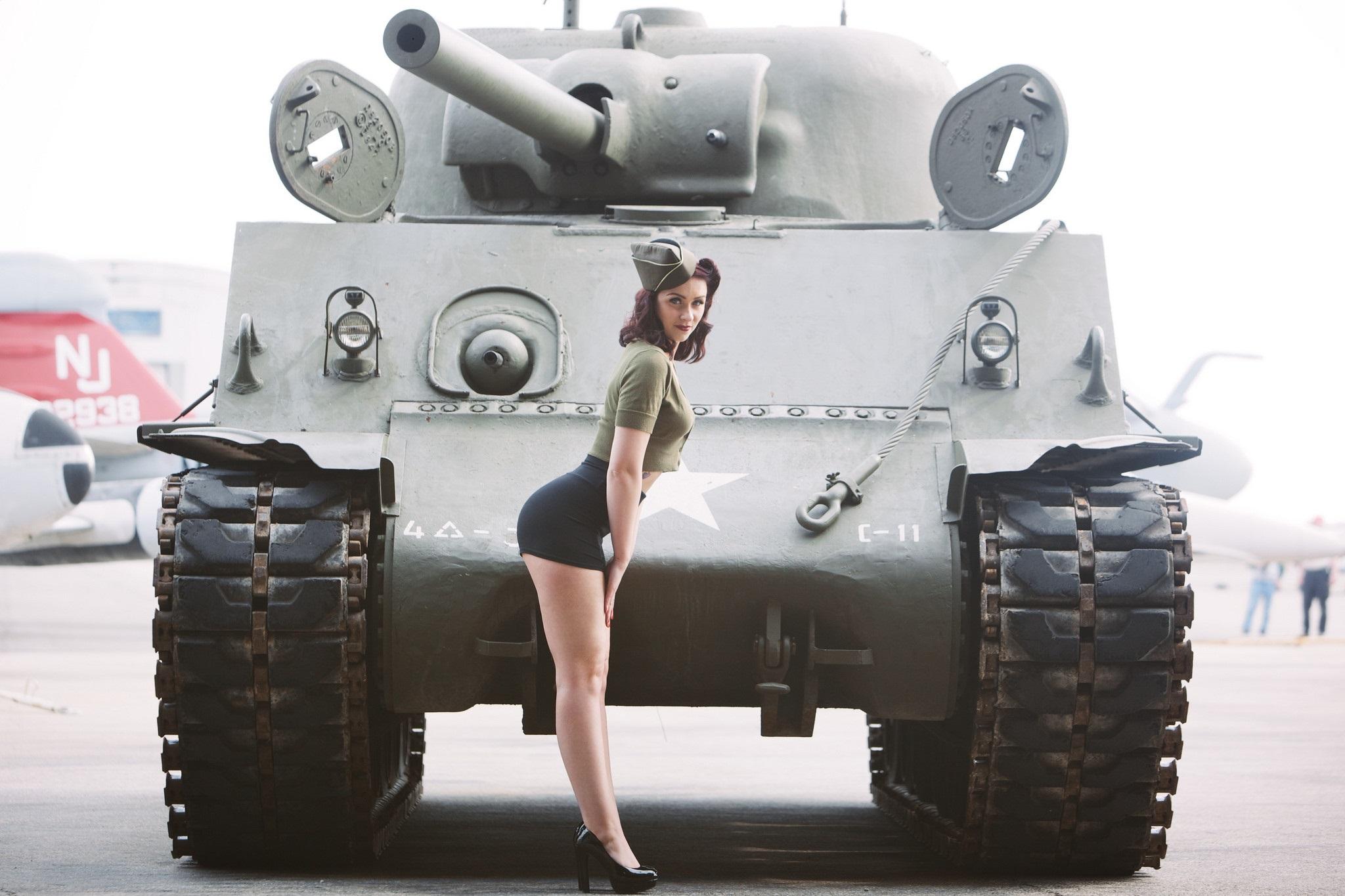 Фото девушки на танке 16 фотография