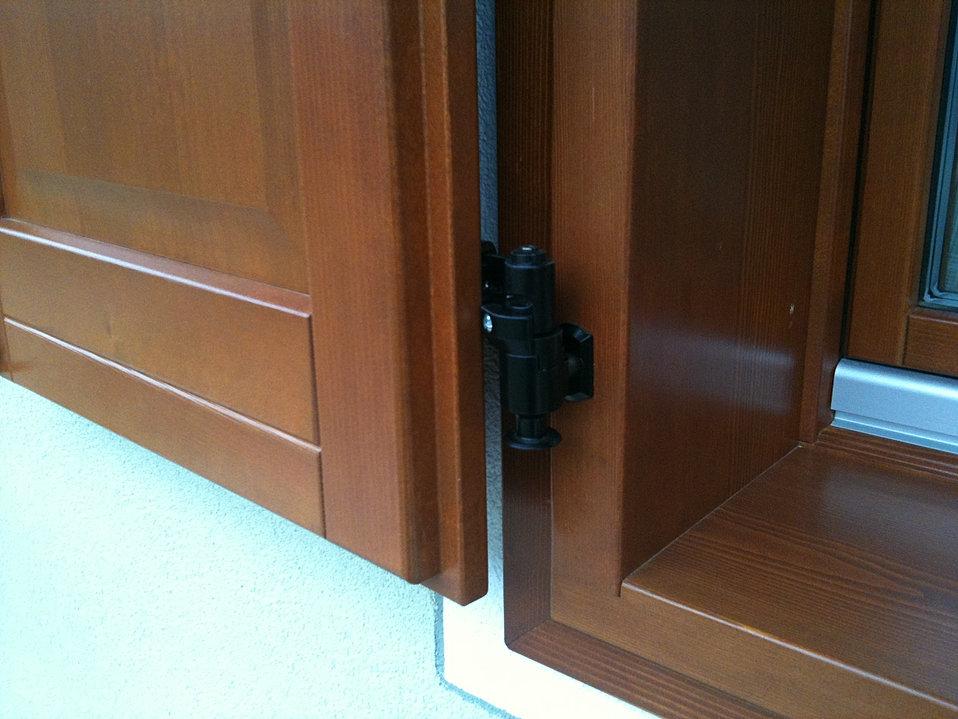 M2 ferramenta per persiane scuri ferma scuri fermapersiane trentino gallery - Aprire finestra muro esterno ...