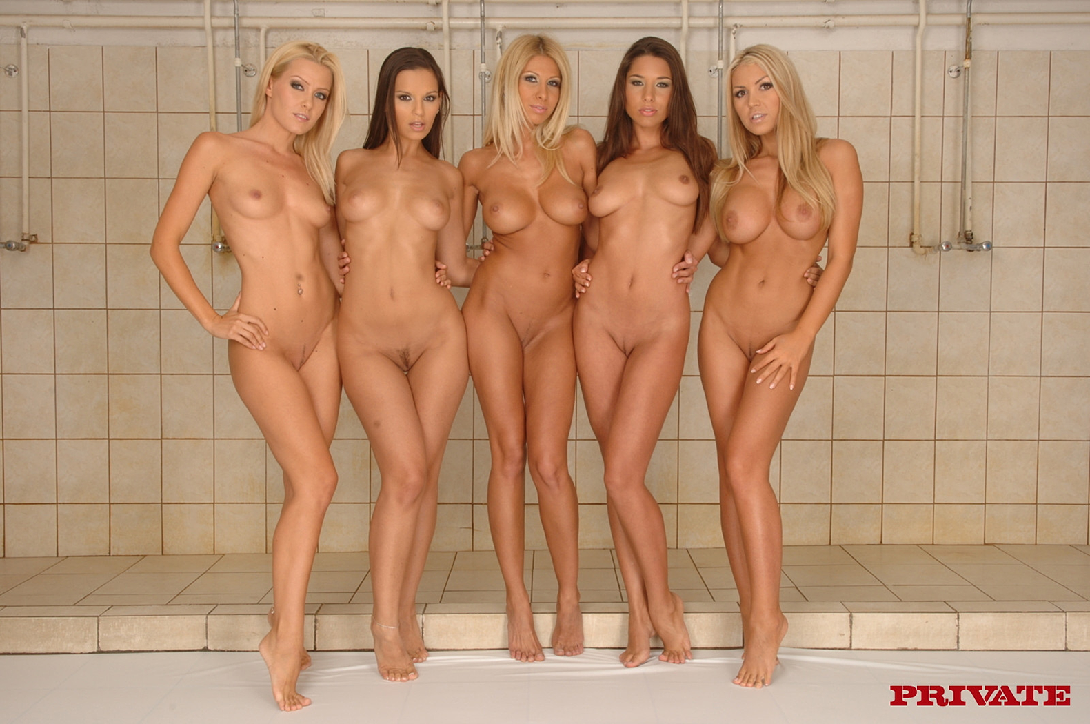 Hot Naked Girls | Group of Hot Nude Women in the Showe