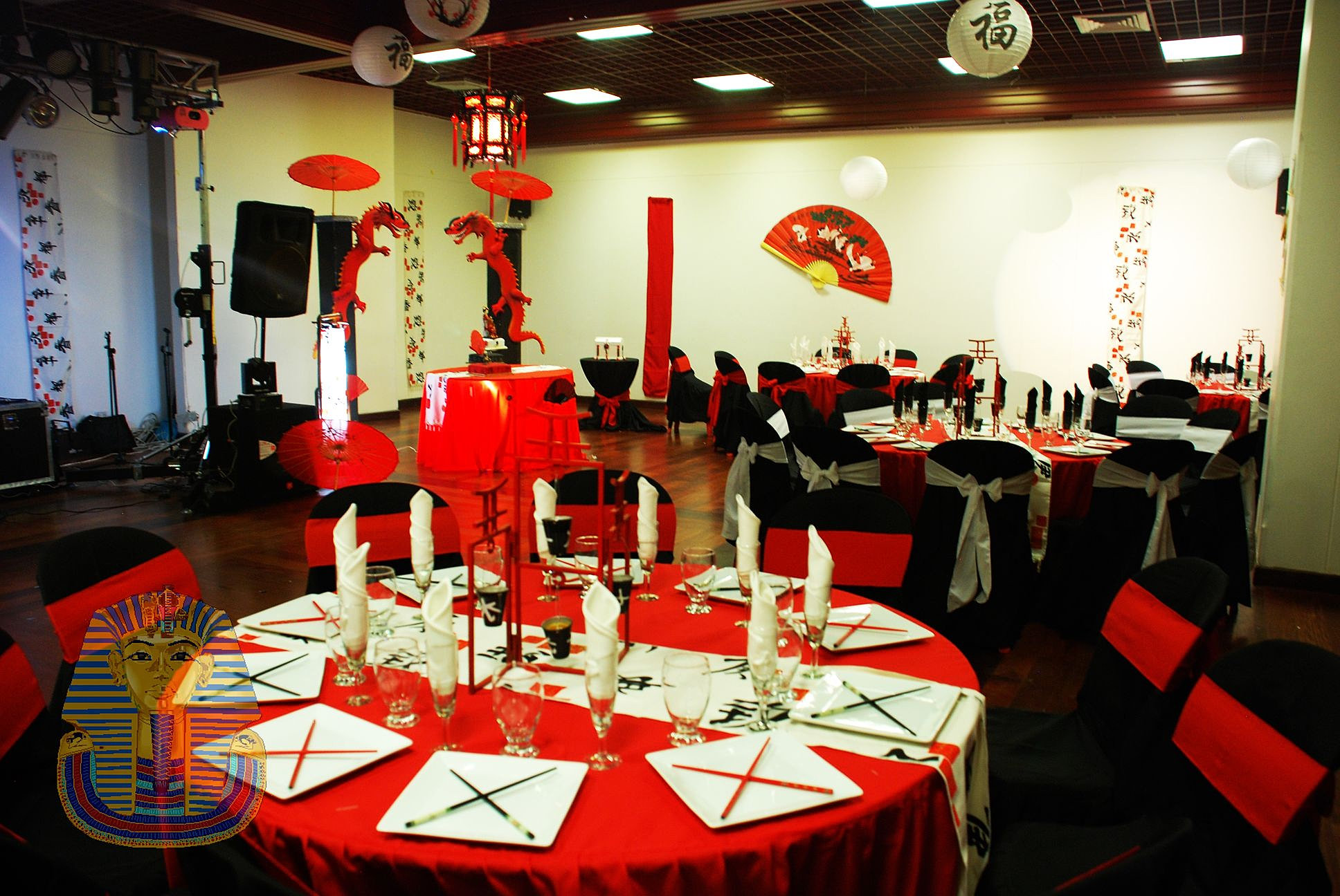 Salon de eventos bodas en bogota alquiler de sillas for Decoracion 15 anos sencilla