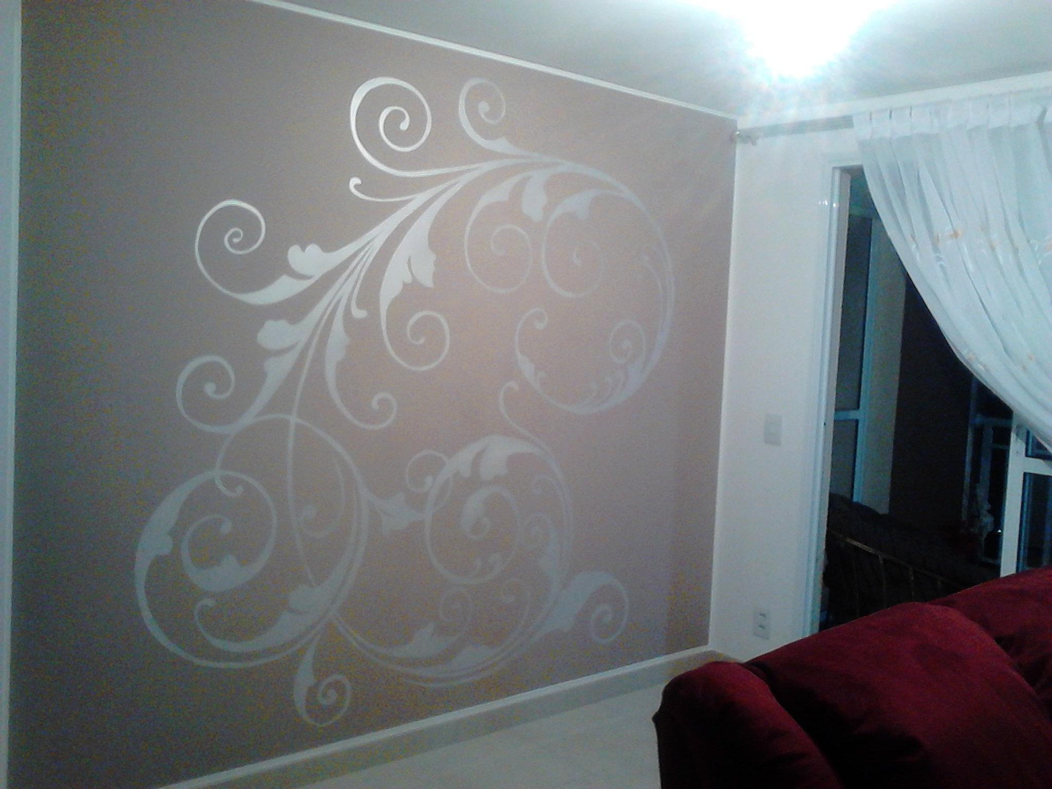 Pintura em fachada e quarto infantil arabesco em sala de for Sala de estar infantil