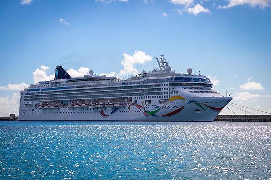 cruise-ship-5948671_1920.jpg