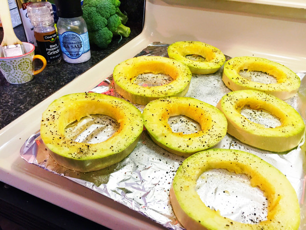 how to cut spaghetti squash rings