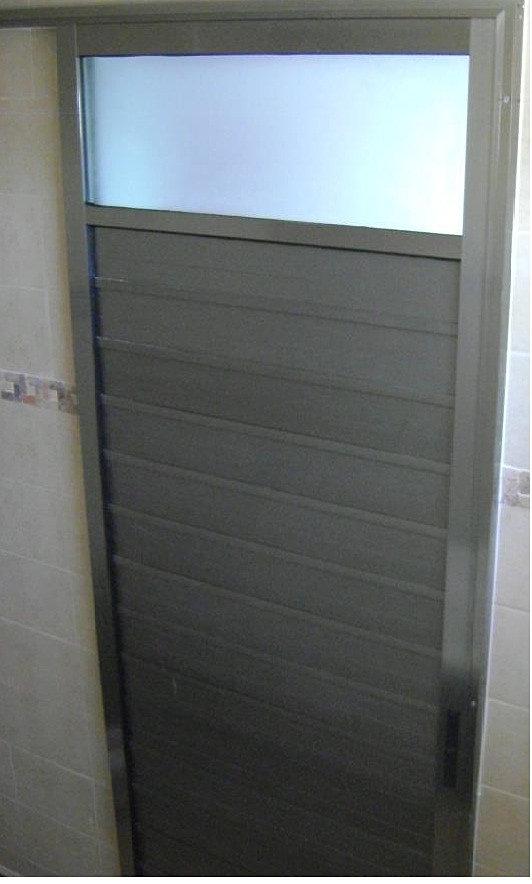 Decoracion mueble sofa puerta para bano for Puertas de aluminio para bano