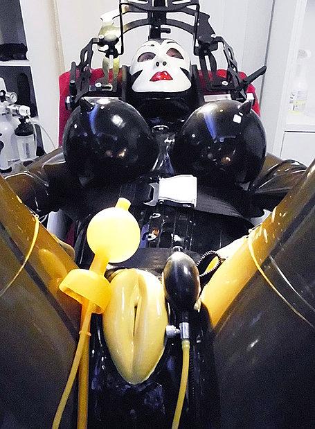 anal massage gummi domina