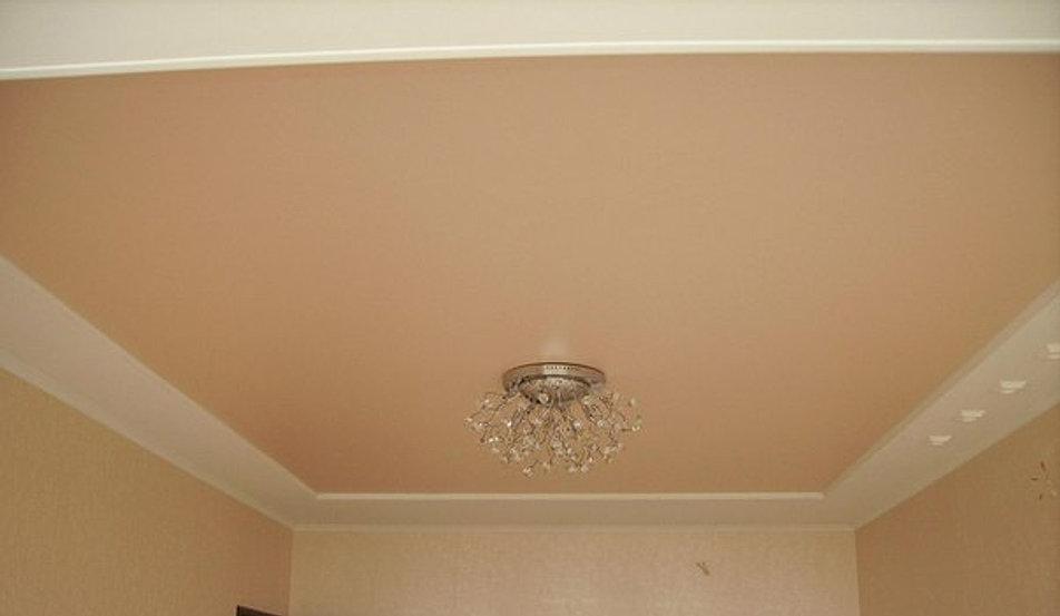 Бежевый потолок фото