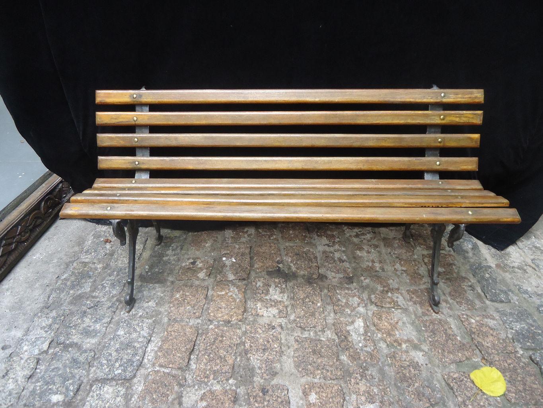 Banco de madeira com pé de ferro R$ 150 00 #916F3A 1365x1024