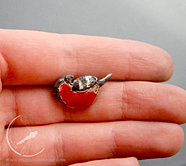 Bullfinch pin
