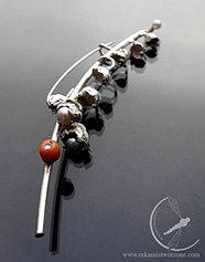Konwalia - perłowa broszka