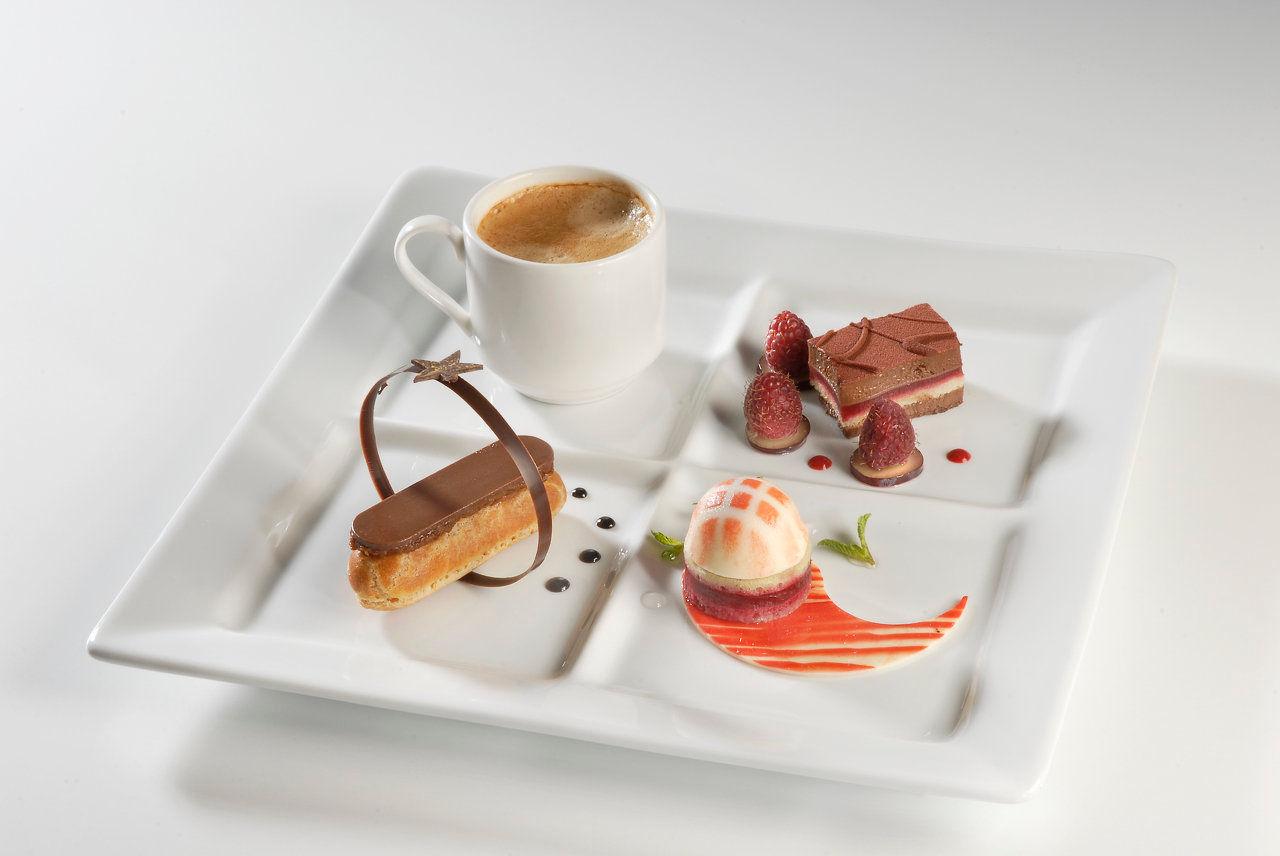 Ardelice des id es fraiches en patisserie patisseries fraiches - Assiette rectangulaire pour cafe gourmand ...