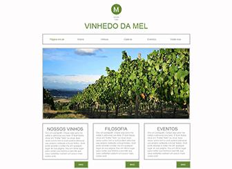 A Vinícola Template - Vivo e moderno, este template é ideal para seu vinhedo, sua vinícola ou fazenda. Inclua texto e fotos para mostrar seu processo de cultivo, sua cultura e seus produtos. Comece e faça crescer sua presença online!