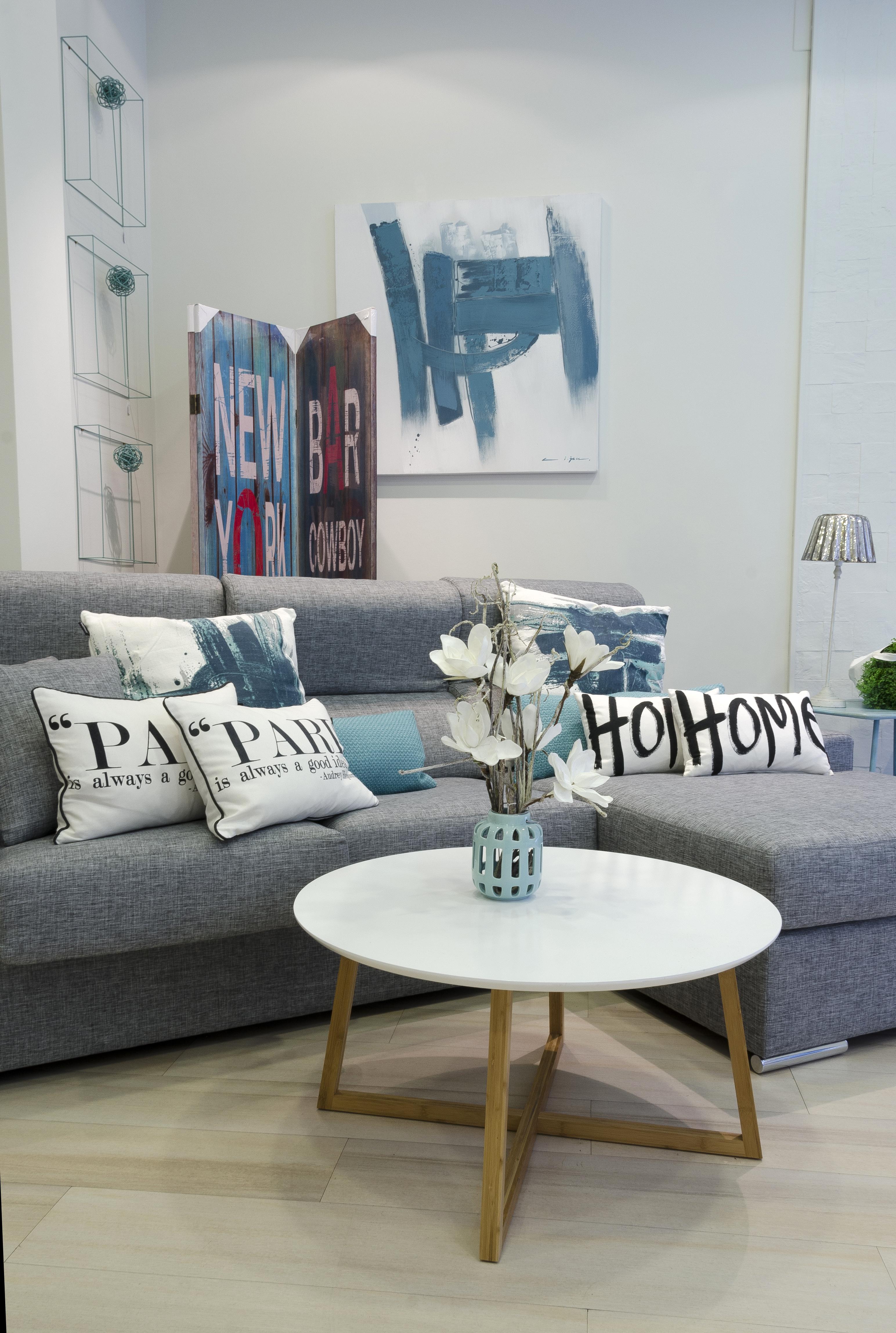 Tm dise o decoraci n y tienda de muebles sof tapizado gris for Sofa gris claro color pared