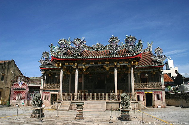 khoo kongsi The khoo kongsi is a large chinese clanhouse with elaborate and highly ornamented architecture, a if you're a descendant of khoo, it is doublely more meaningful for you it also throw light on how.