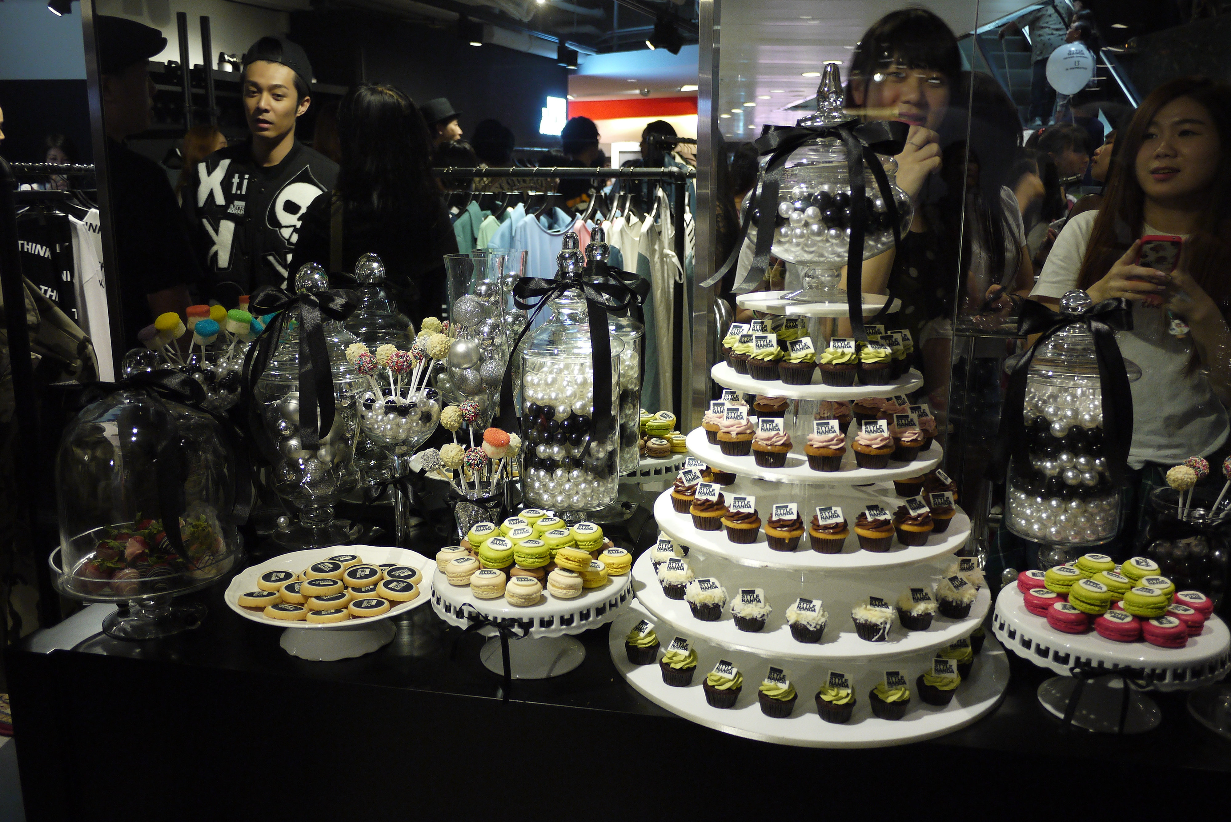 Candy corner candy bar dessert table i t for Table 85 korean