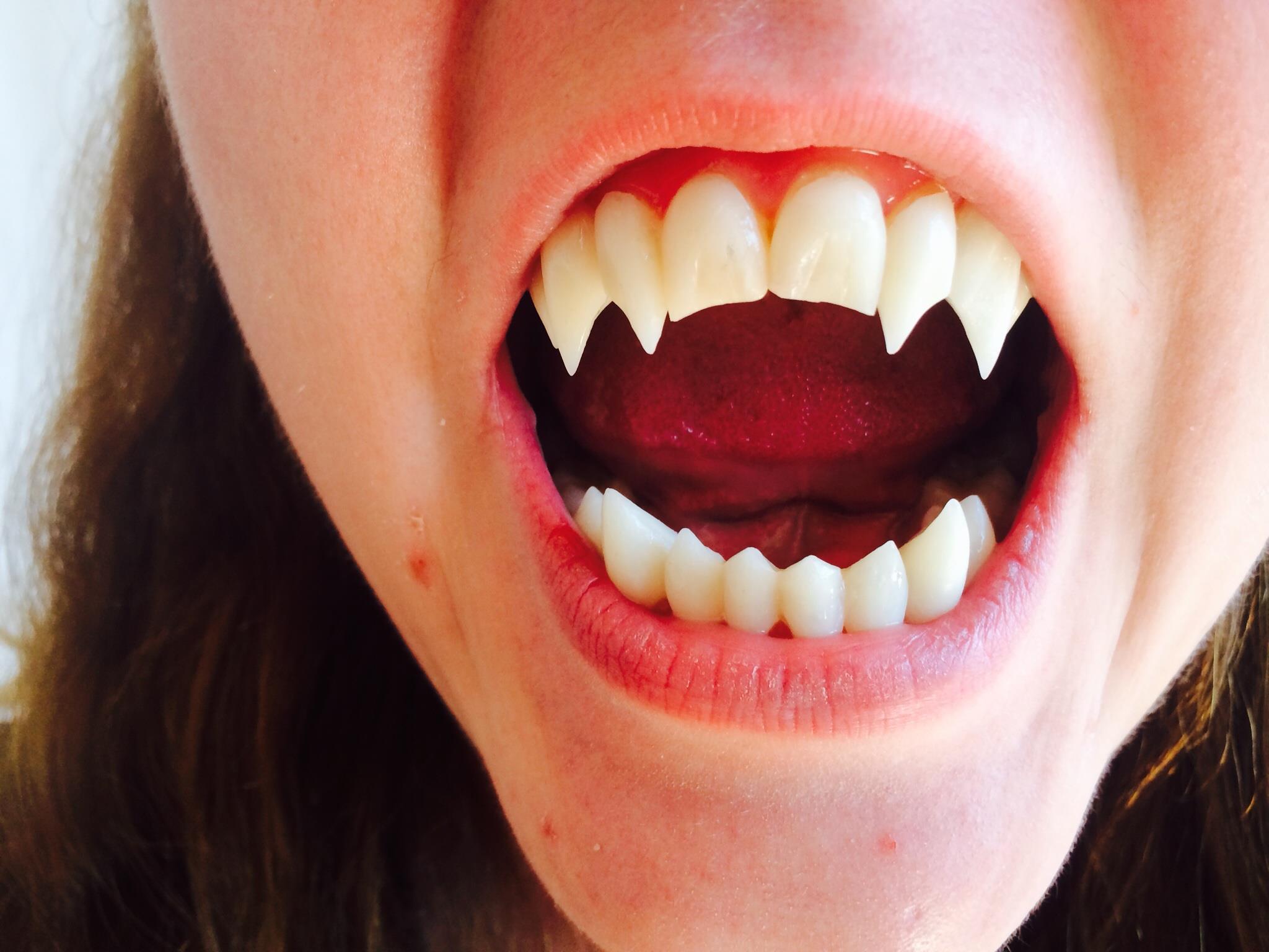 Как сделать длинные зубы