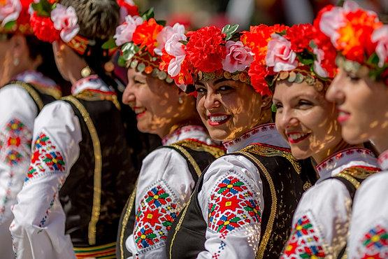 Картинки по запросу болгария костюмы