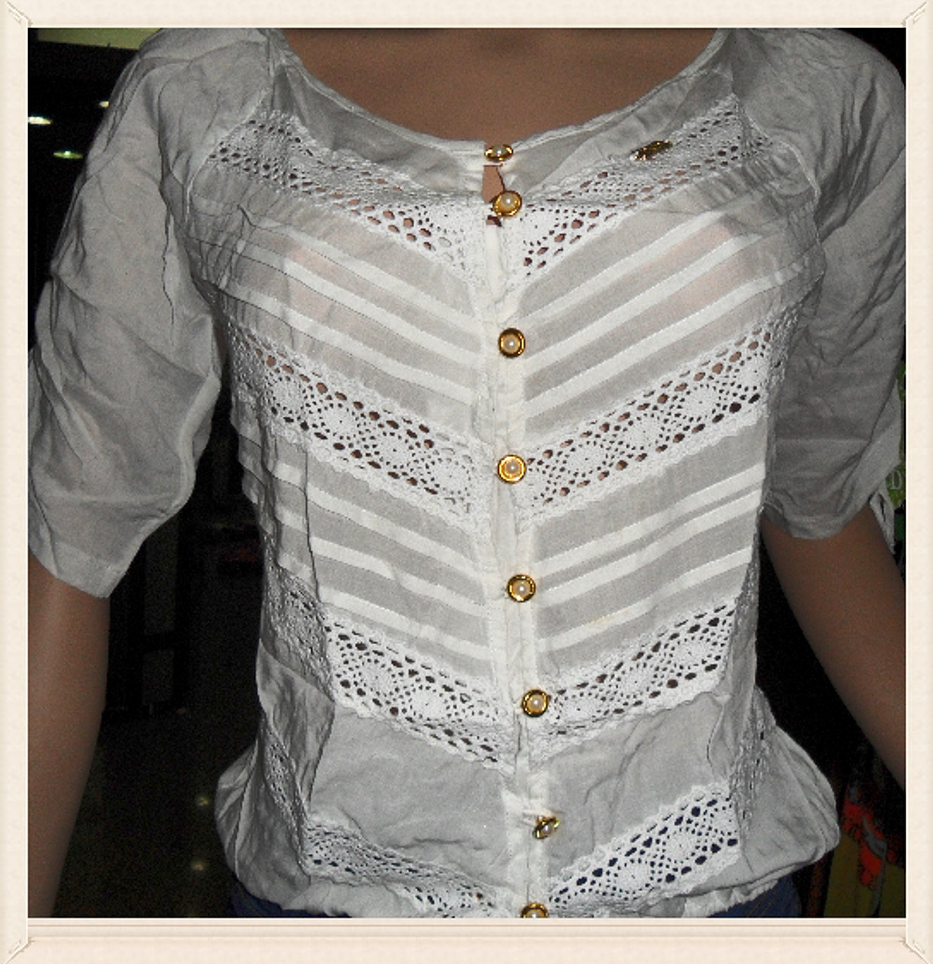 blusa blonda color blanco