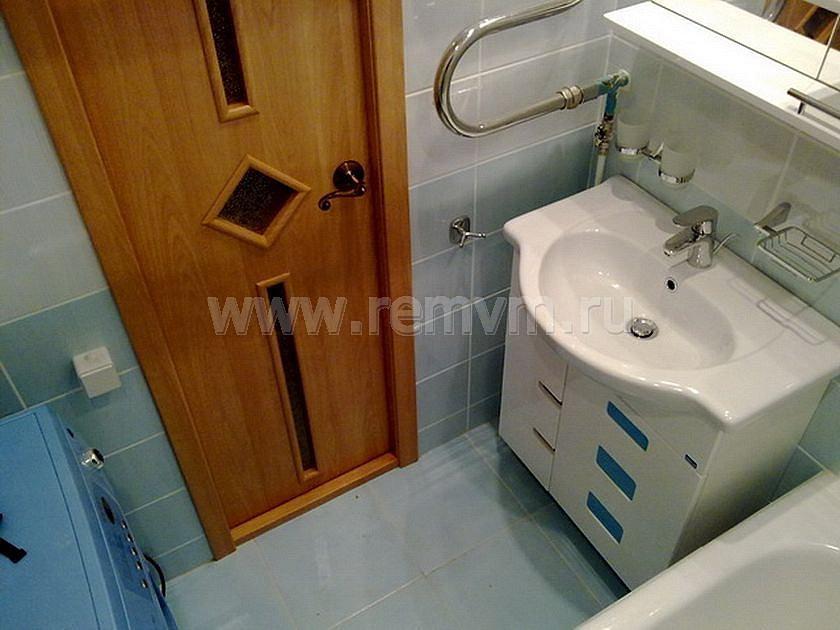 Установка дверей ванны и туалета своими руками