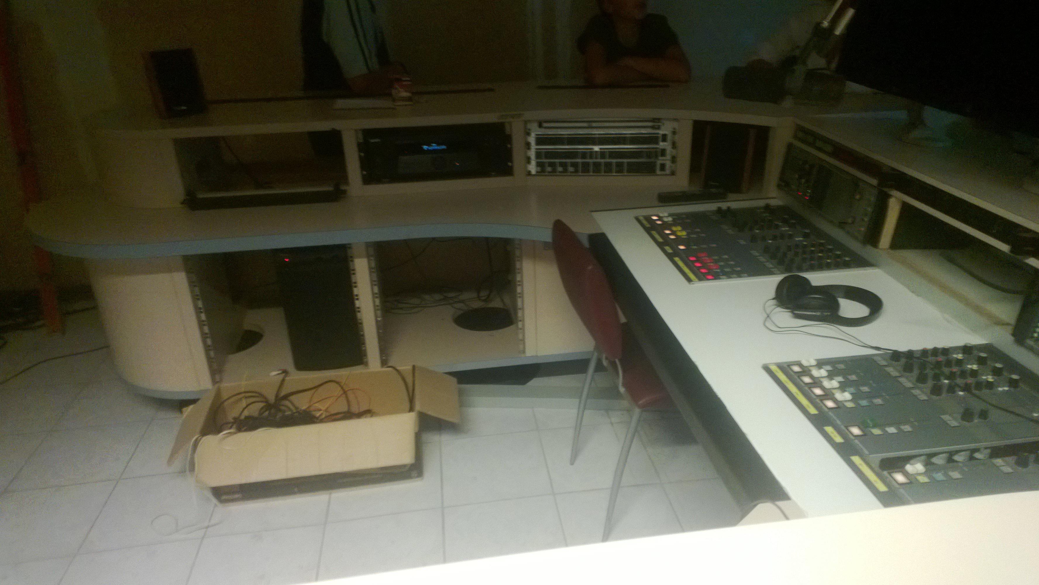 Radio vrd meubel studio 1 - Meubels studio ...