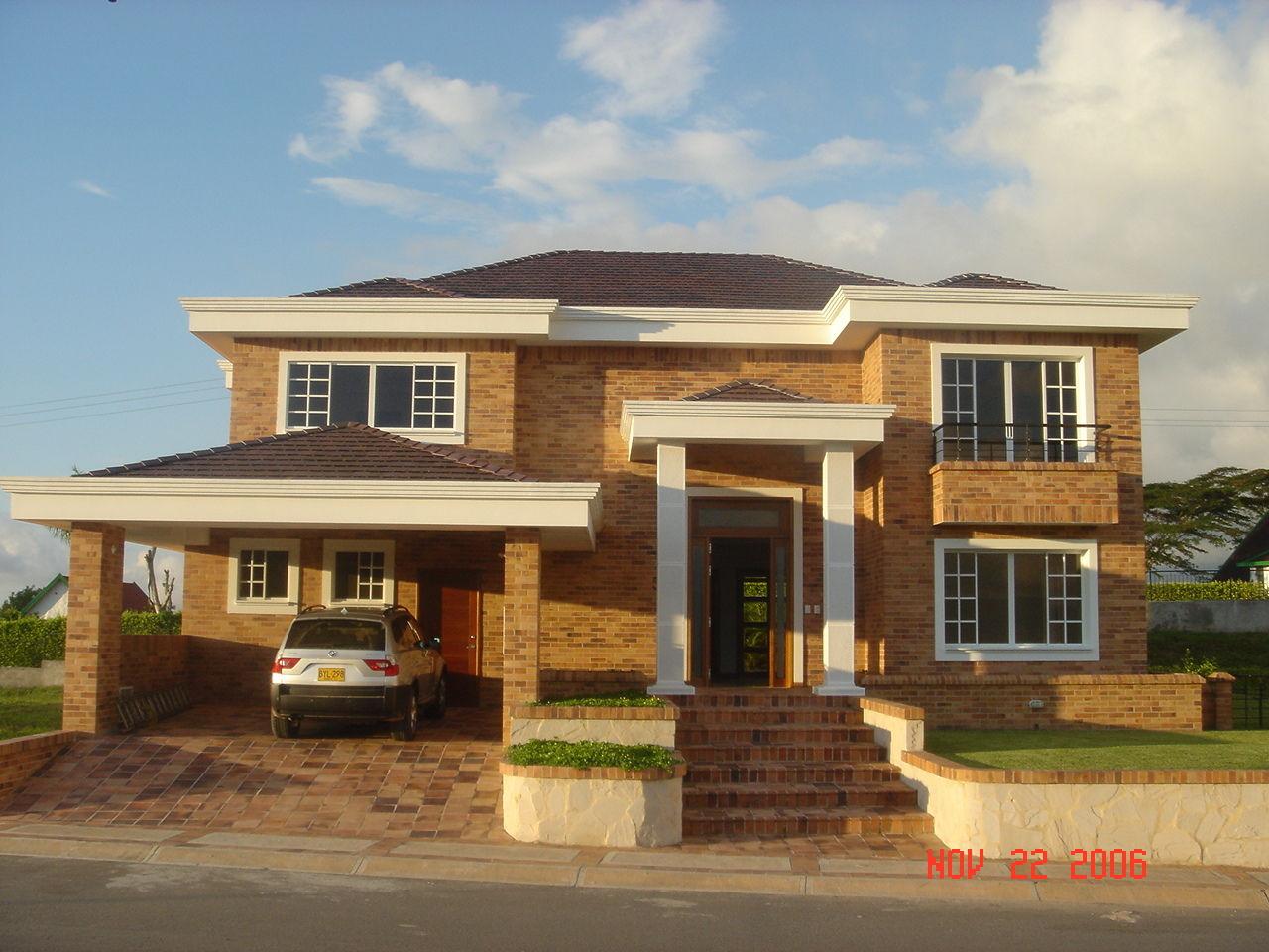 Materiales para fachadas exteriores de casas colores for Fachadas exteriores de casas