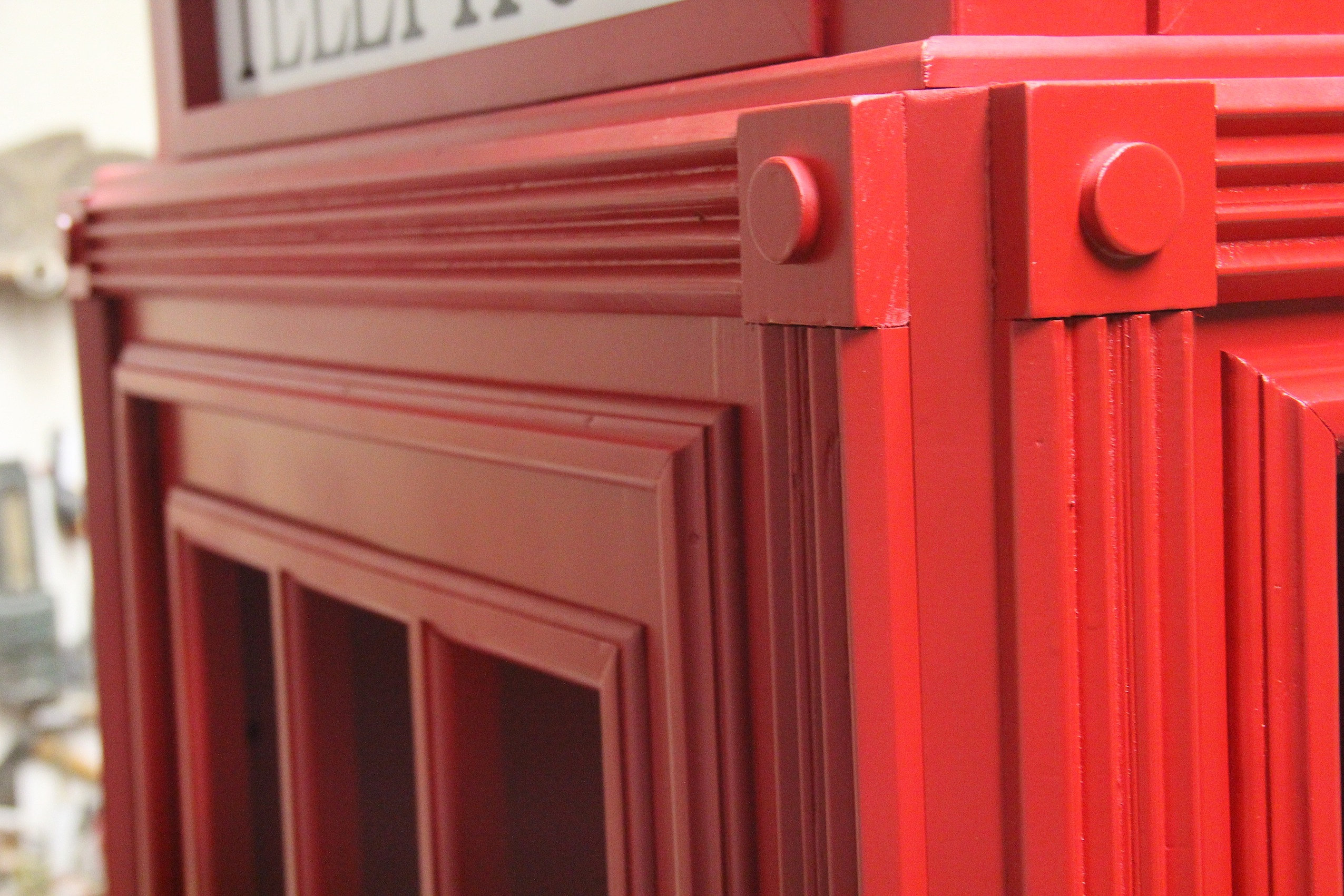 Cabina telefonica inglese in legno su misura cabina for Riproduzioni mobili design