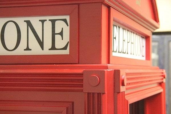 Cabina telefonica inglese in legno su misura for Arredamento call center