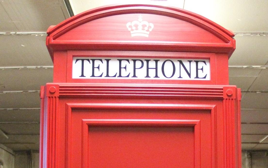 Cabina telefonica inglese in legno su misura mobili for Cabina telefonica inglese arredamento