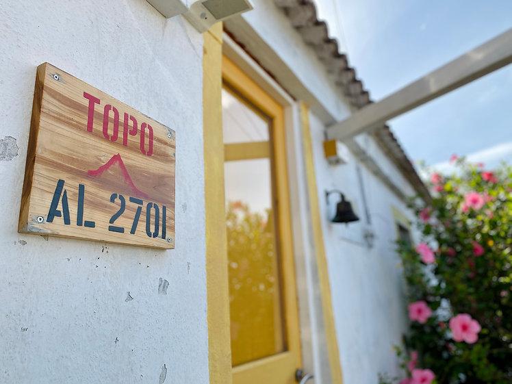 topo closeup sign.jpg