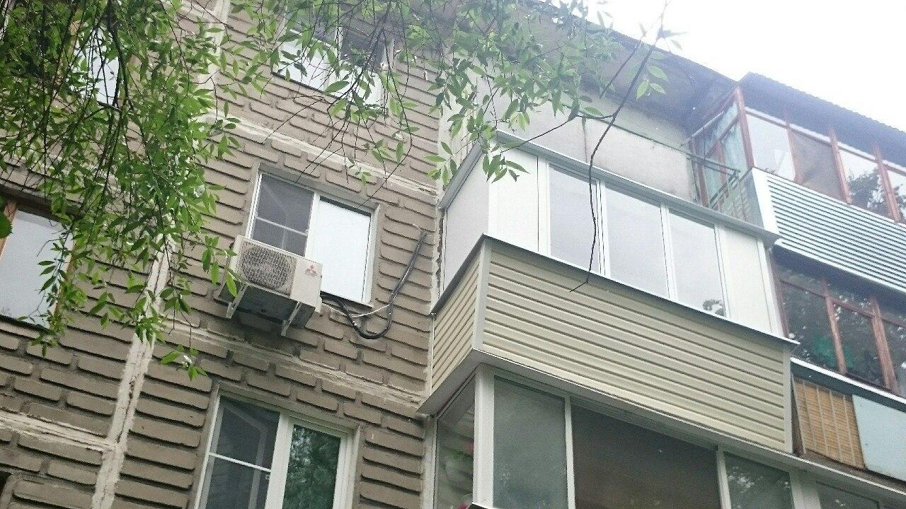 Серия дома 111 м остекление балконов деревом.