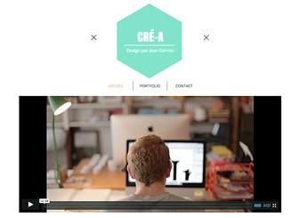 Designer Graphique Template - Clair, audacieux et original, ce template séduira les infographistes et designers. Utilisez la galerie pour mettre en valeur votre travail et votre style. Personnalisez ce template entièrement pour établir votre présence en ligne.