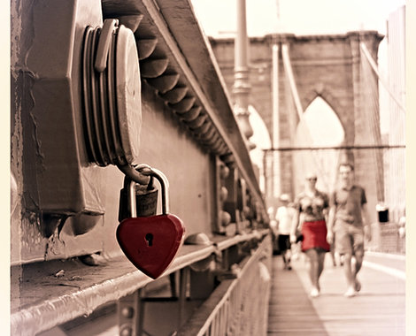 brooklyn bridge couple in love