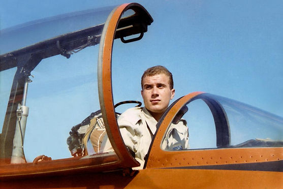 Il Sottotenente Giulio Mainini presso la Scuola di Volo di Galatina(LE) sul velivolo MB-326. Anno 1965