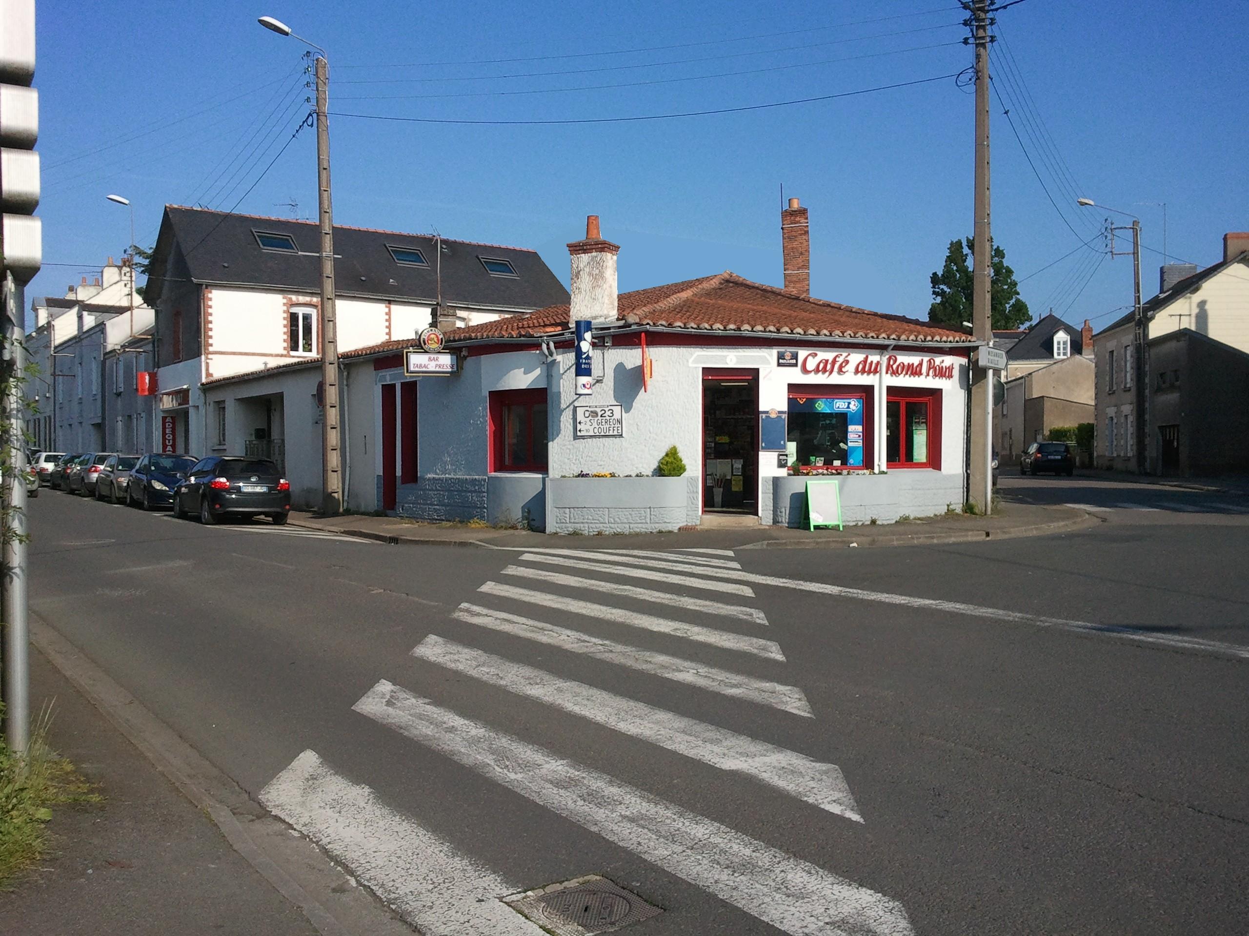 Le café du rond point bar tabac café des sens ancenis